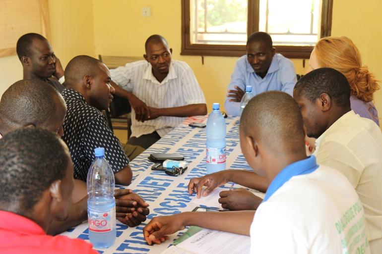 Marjolein in gesprek met Malinese organisatie die migranten begeleidt